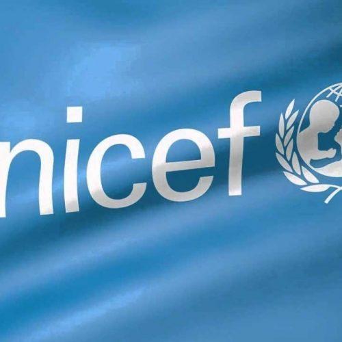 Bandeira UNICEF fundo azul